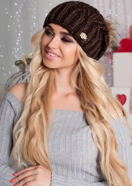 Женская вязаная шапка с меховым помпоном