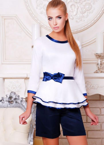 Белая блузка с двойной баской и рукавом три четверти