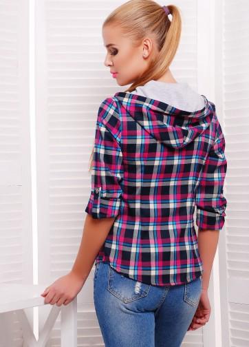 Клетчатая рубашка полуприлегающего силуэта с капюшоном и накладными карманами