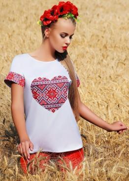 Блузка свободного кроя с коротким рукавом и украинским принтом в сердце