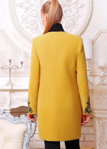 Пальто без воротника с кружевным узором