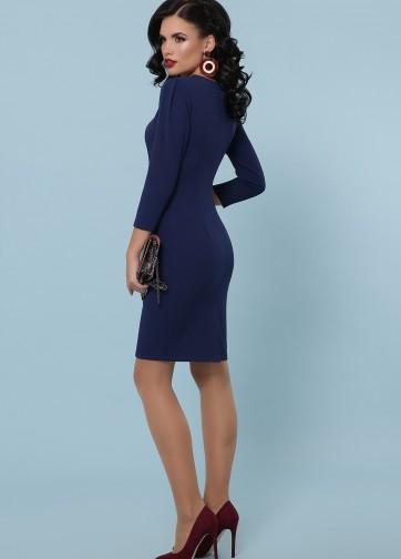Платье-футляр до колен с рукавом три четверти
