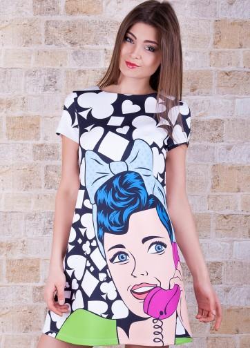 Короткое платье-трапеция с карточным принтом в стиле поп-арт
