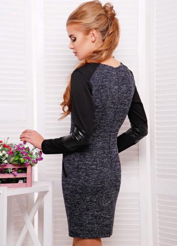 Облегающее платье с длинным рукавом и кожаной вставкой на локте рукава