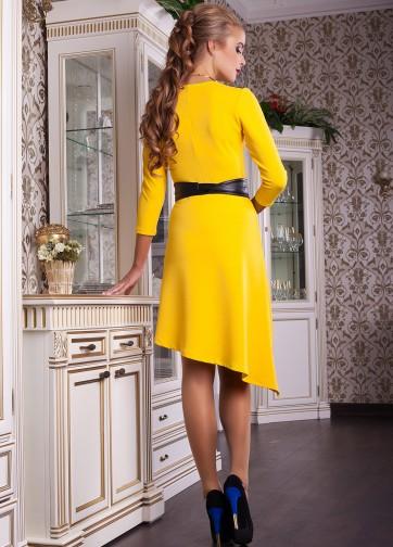 Платье с запахом, асимметричным подолом и кожаным поясом
