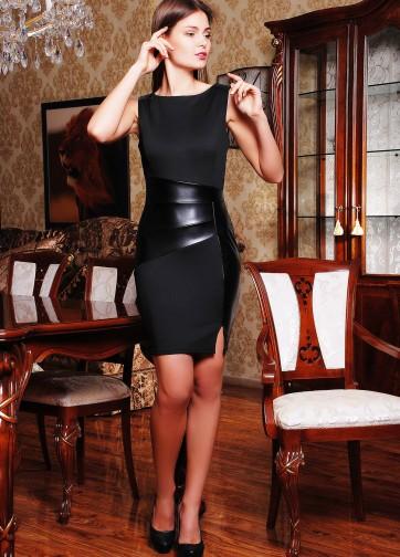 Черное облегающее платье без рукава и со вставками из экокожи спереди