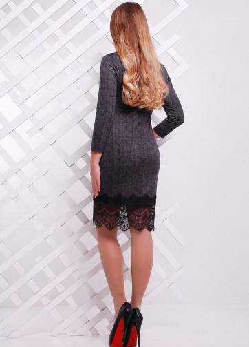 Полуприлегающее платье-миди с кружевом по низу