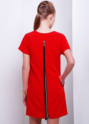 Платье прямого кроя с V-образным вырезом и  длинной змейкой на спине
