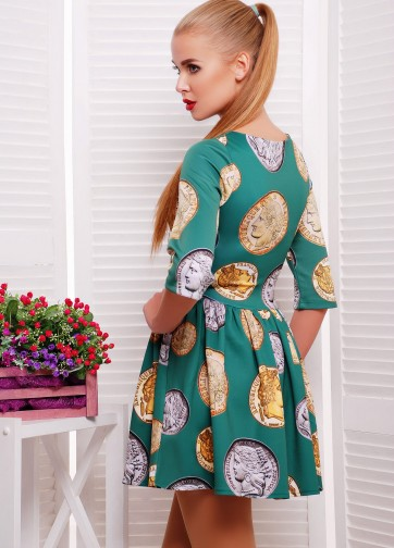 """Короткое приталенное платье в складку с рукавом """"колокол"""" и принтом """"Монеты"""""""