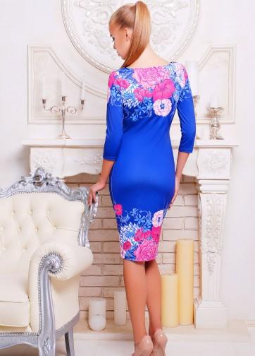 Трикотажное синее платье-футляр с рукавом три четверти и цветочным принтом