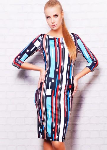 Платье-футляр с рукавом три четверти и вертикальными полосками