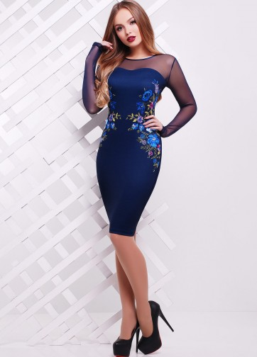 Вечернее облегающее платье-миди с вышивкой