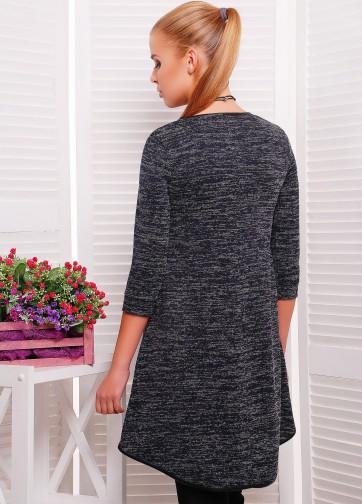 Трикотажное платье-туника свободного кроя с кожаной отделкой и прорезными карманами
