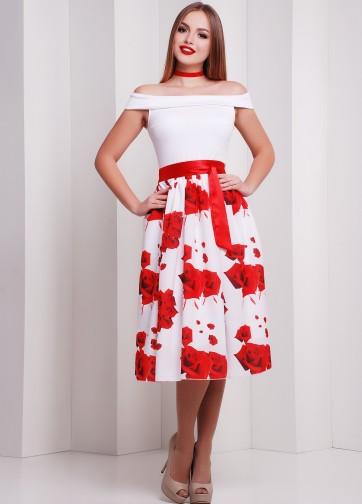 """Коктейльное приталенное платье с открытыми плечами и принтом """"Красные розы"""""""