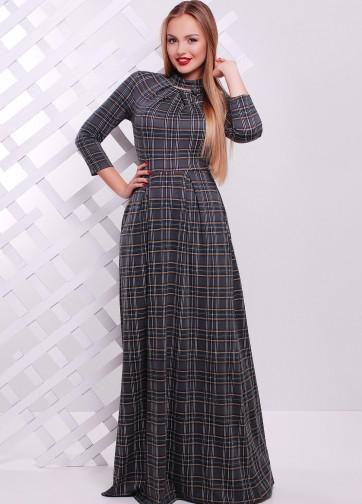 Длинное платье приталенного кроя с узором и воротником-стойка
