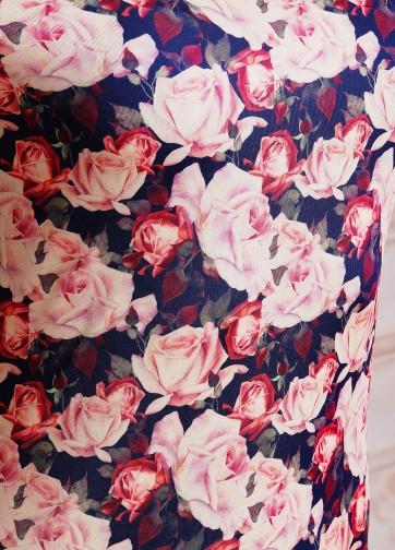 Платье-футляр с рукавом три четверти в розочки