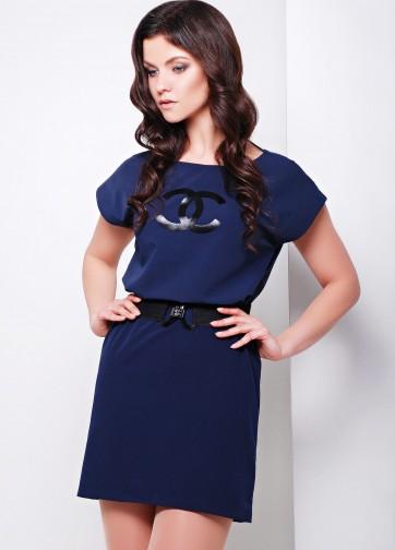 """Платье свободного кроя с логотипом """"Шанель"""" и широким поясом"""