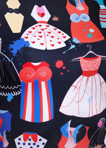 Приталенное платье со складками и креативным модным принтом