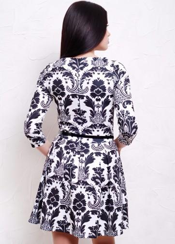 Приталенное платье со складками с узорным принтом и рукавом три четверти