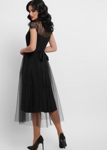 Стильное двухслойное платье с верхом из кружева