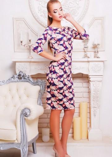 Трикотажное платье-футляр с рукавом три четверти в розочки