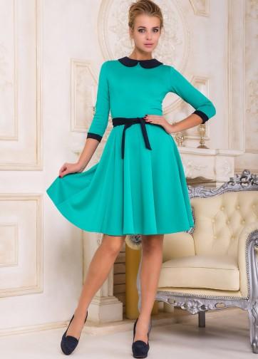 Изящное платье-миди с воротником, поясом и расклешенной юбкой