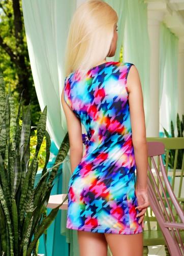 """Короткое платье-футляр без рукава с принтом """"Цветные гусиные лапки"""""""