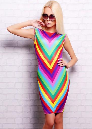 Платье-футляр-миди без рукава с радужным принтом