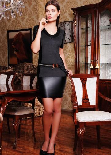Обтягивающее платье из велюра и вставками из кожи