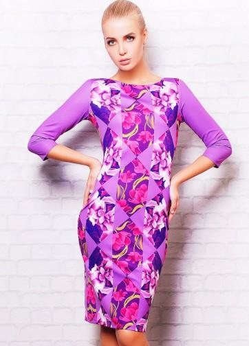 Платье-футляр с рукавом три четверти и цветочными ромбами