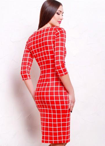 Красное облегающее платье в клетку с рукавом три четверти