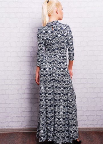Платье-макси с узором и воротником-стойкой