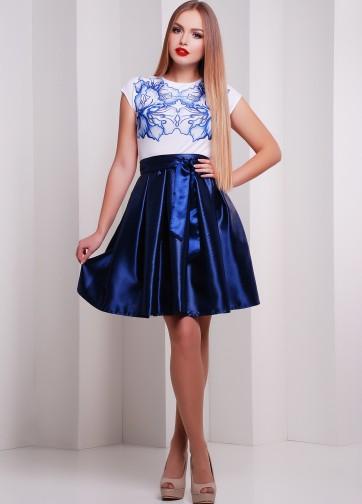 Коктейльное приталенное платье с синей атласной юбкой