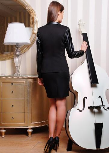 Удлиненный пиджак с длинным кожаным рукавом из лакосты