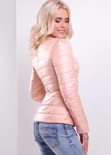 Короткая приталенная куртка на синтепоне