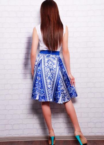 """Атласная юбка расклешенного кроя с ярко-синим принтом """"Гжель"""""""