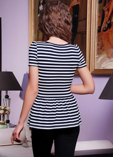 Удлиненная футболка в горизонтальную полоску со складками внизу