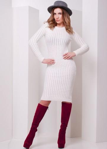 Вязаное платье-миди с косами