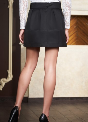 Черная юбка-мини с клиньями и горизонтальной вставкой